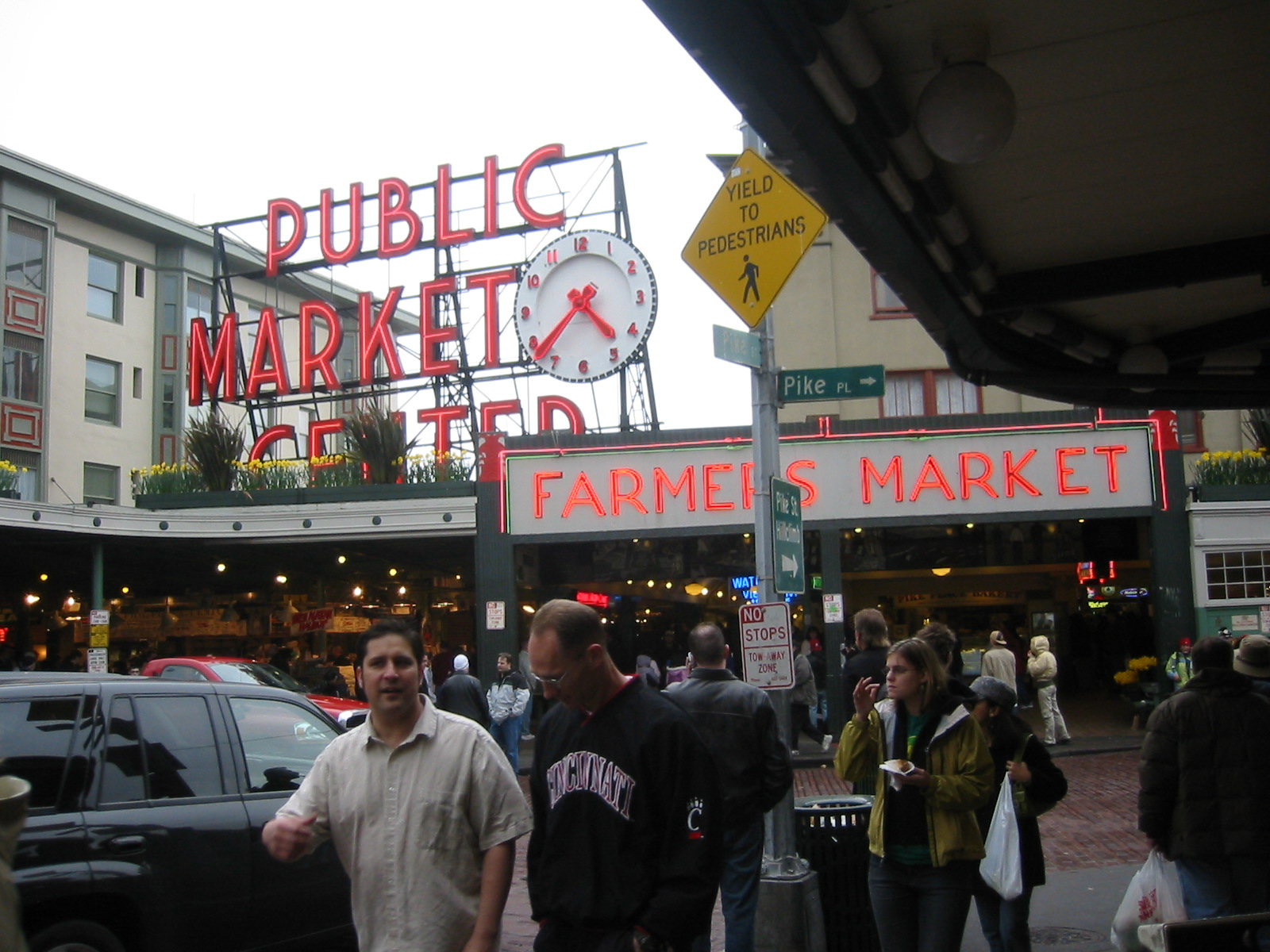 the coming to life of seattles pike place market Pike place market is in the heart of downtown seattle with several great hotels nearby located a 1 minute walk from pike place market and across the street from the seattle art museum plush and spacious guest rooms and suites, stunning views.