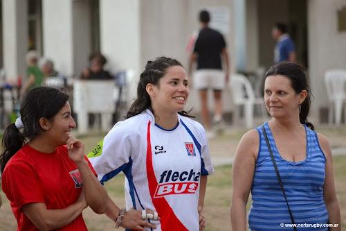 Guadalupe Delgado junto a su madre y Mariana Vega, compañera de equipo.