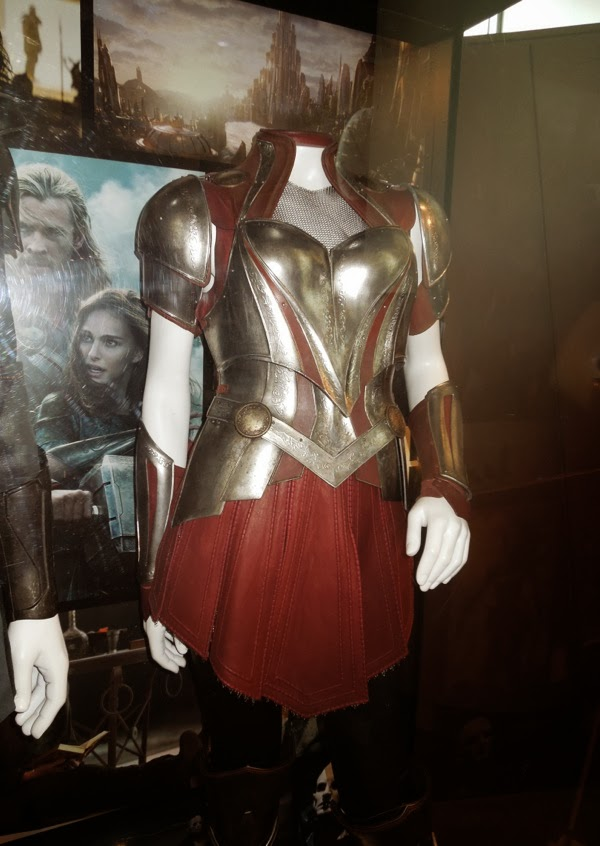 Hollywood Movie Costumes and Props: Fandral and Sif movie ...
