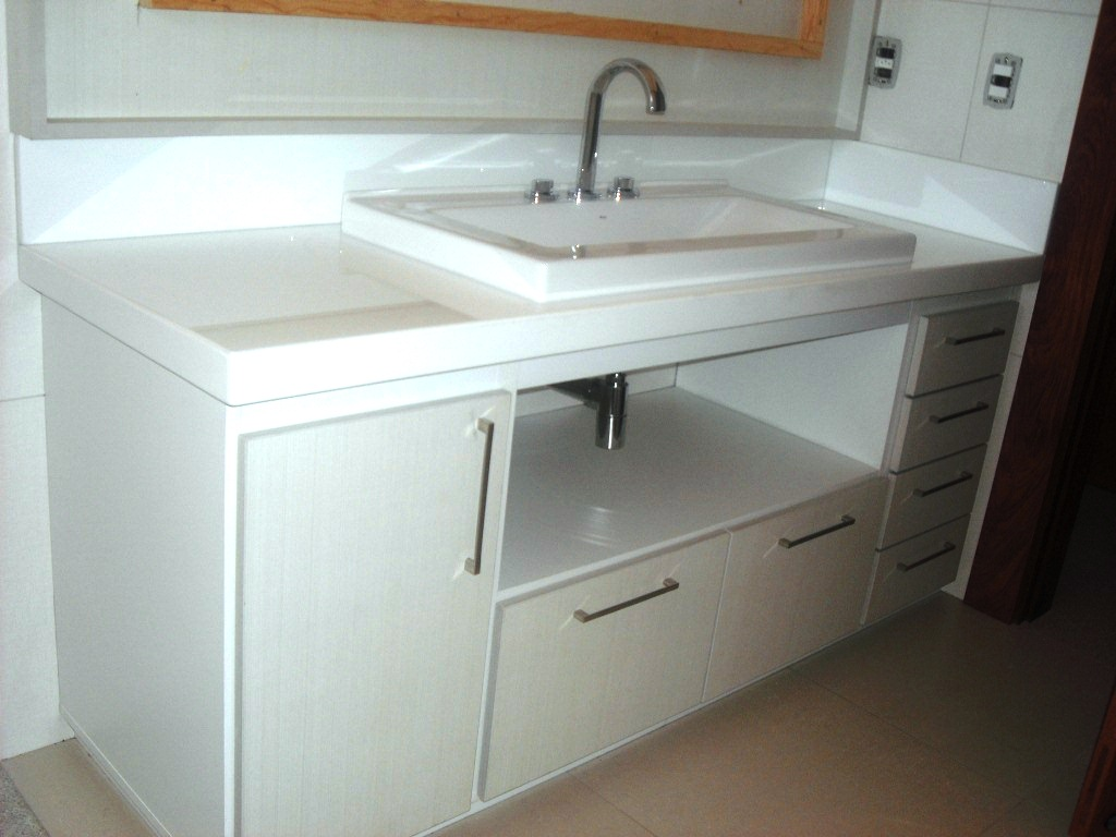 Banheiro em Marmoglass e MDF Linho #91663A 1024x768 Bancada De Banheiro Em Granito Branco
