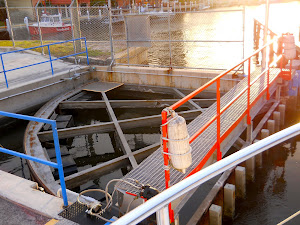 Funky lock gate at Cape Harbour. We had 6 whole inches on either side!