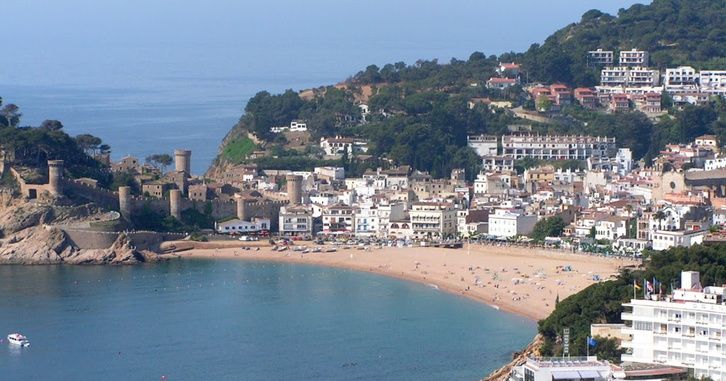 Top world travel destinations tossa de mar for Best vacation spots in march