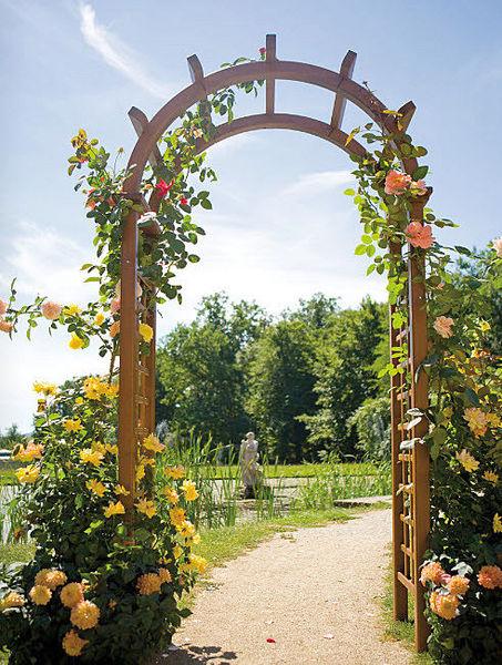 Arte y jardiner a ornamentos en el jard n - Arcos de madera para jardin ...