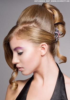 Випускні зачіски фото
