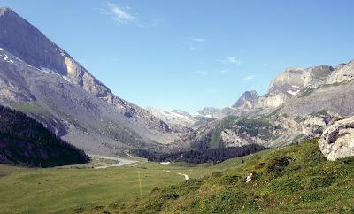 Gemmi Pass trail