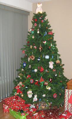sapin, arbre de Noël, décorations, cadeaux, présents