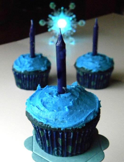 Blue Cupcake Images : Cleo Coyle Recipes.com: Blue Velvet Cupcakes and a Cupcake ...