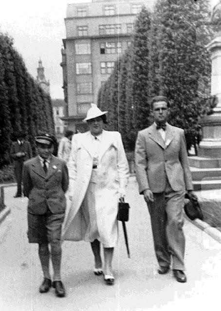 Stanisław Szybalski, mama i Wacek. Lwów ul. Akademicka 1936 r. Fot. udostępnił Stanisław Szybalski.