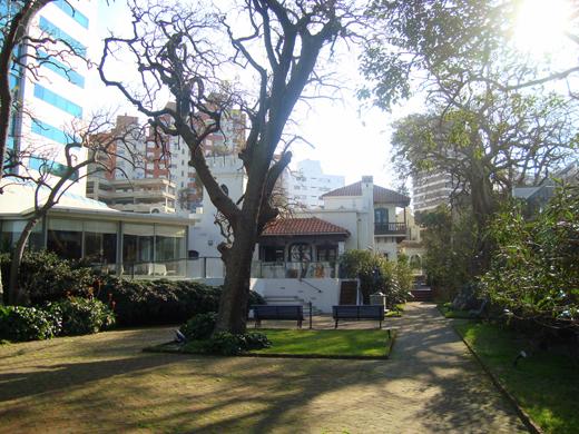 http://4.bp.blogspot.com/-oBIEiQLLT1Y/ToELcyZVchI/AAAAAAAAALQ/JbxREaLDdLo/s1600/Somewhere+in+Punta+Carretas.jpg