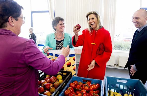 Queen Maxima of The Netherlands visited a winning project of the Appeltjes van Oranje 2015 support foundation Food focus