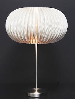 http://translate.google.es/translate?hl=es&sl=en&tl=es&u=http%3A%2F%2Fwww.fabartdiy.com%2Fhow-to-make-beautiful-lamp-from-paper-plates%2F
