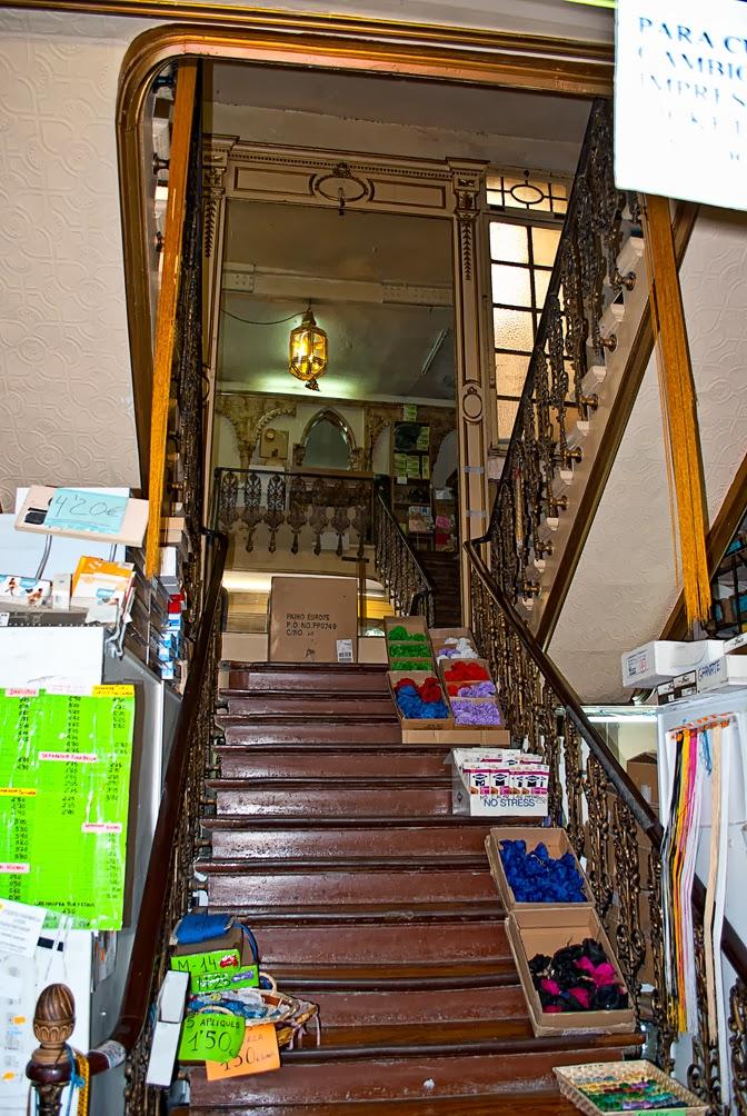 Caminando por madrid comercial amparo - Escaleras ramon moreno ...