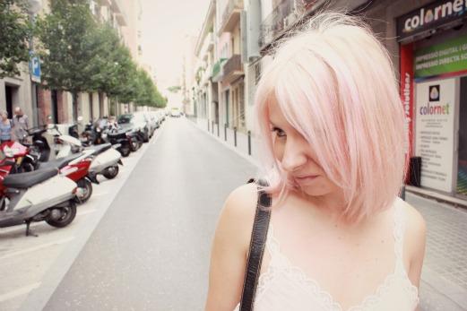 chica con pelo rosa