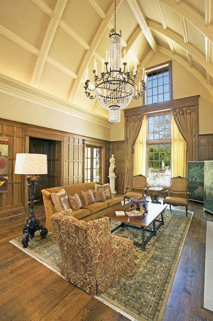 luxury and elegant living room in wide extended ceiling, luxurious chandelier and beautiful furnishings by RSVP design