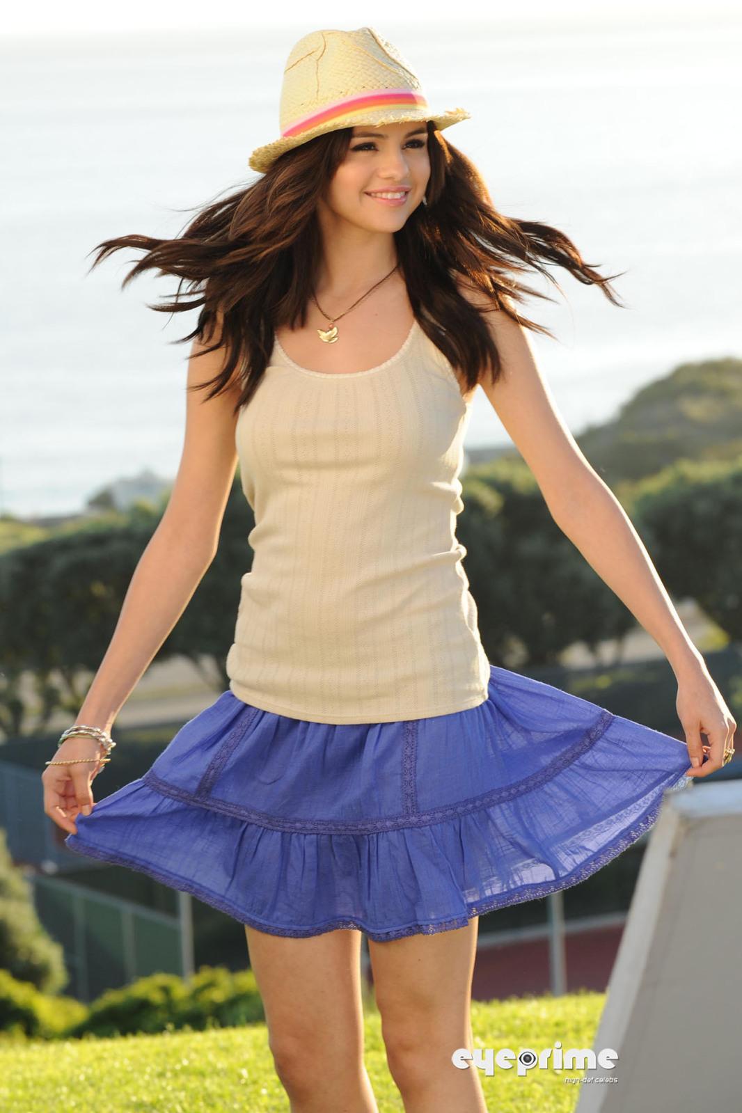 Pakistan Fashion Selena Gomez Outfits