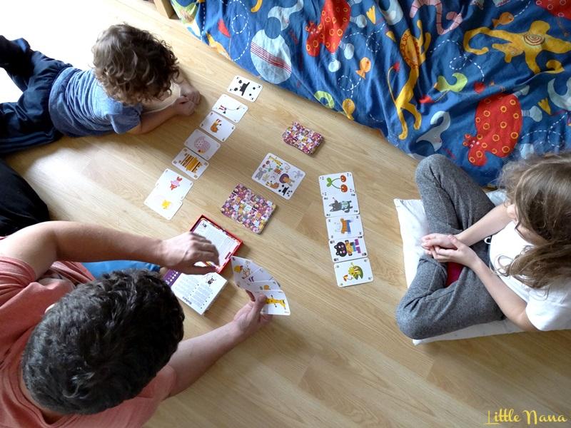 actividades en familia jugar a las cartas djeco