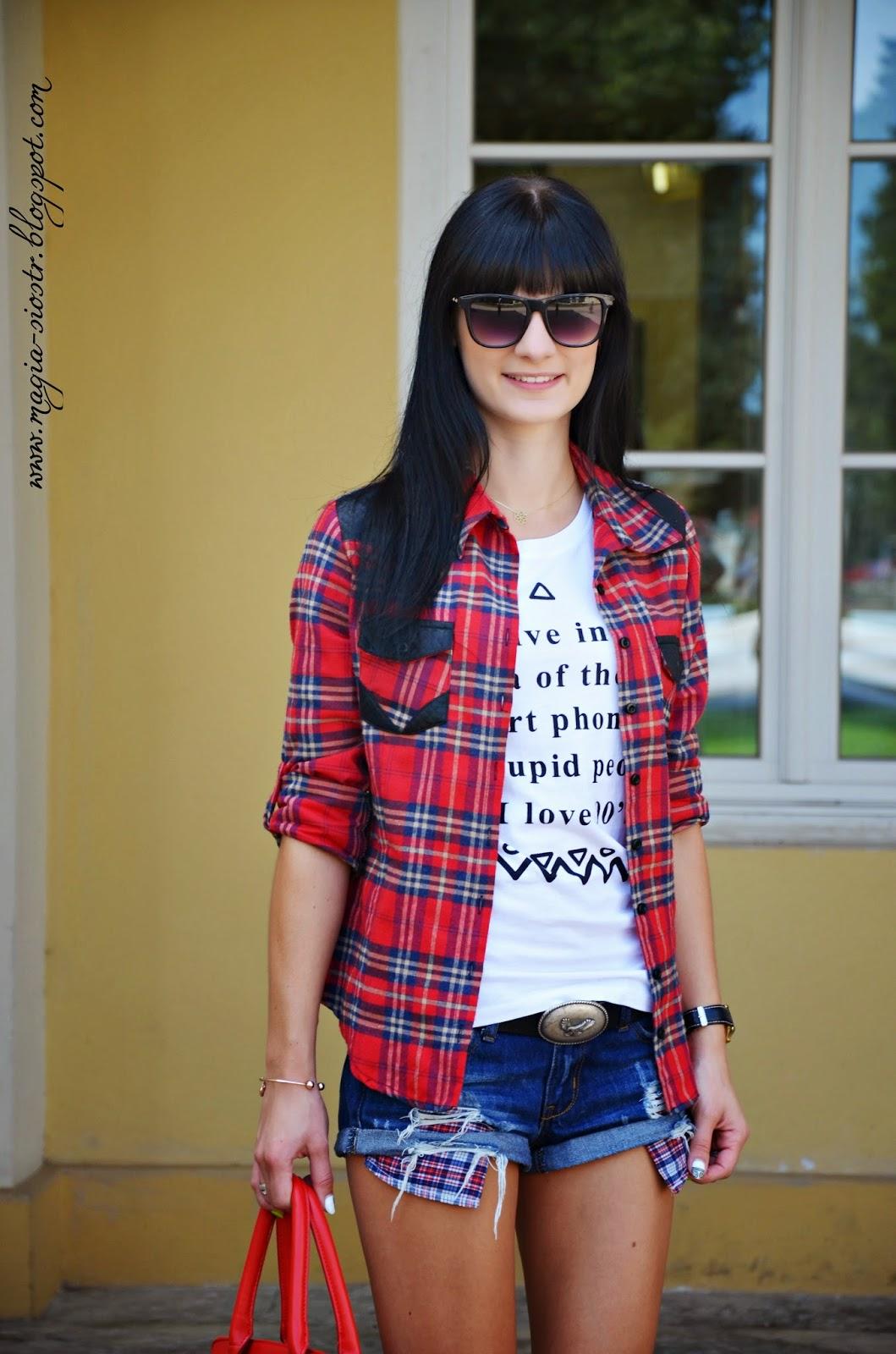 Koszula w kratę, biały Tshirt, jeans