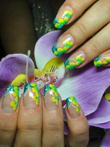 uñas decoradas. Utiliza colores llamativos y obtén un pintado espectacular .