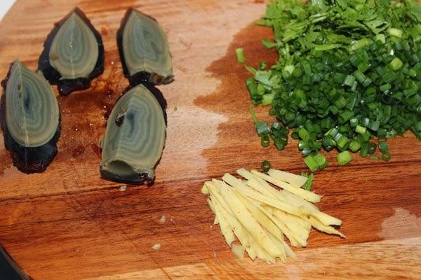 Cách nấu cháo trứng thịt bằm