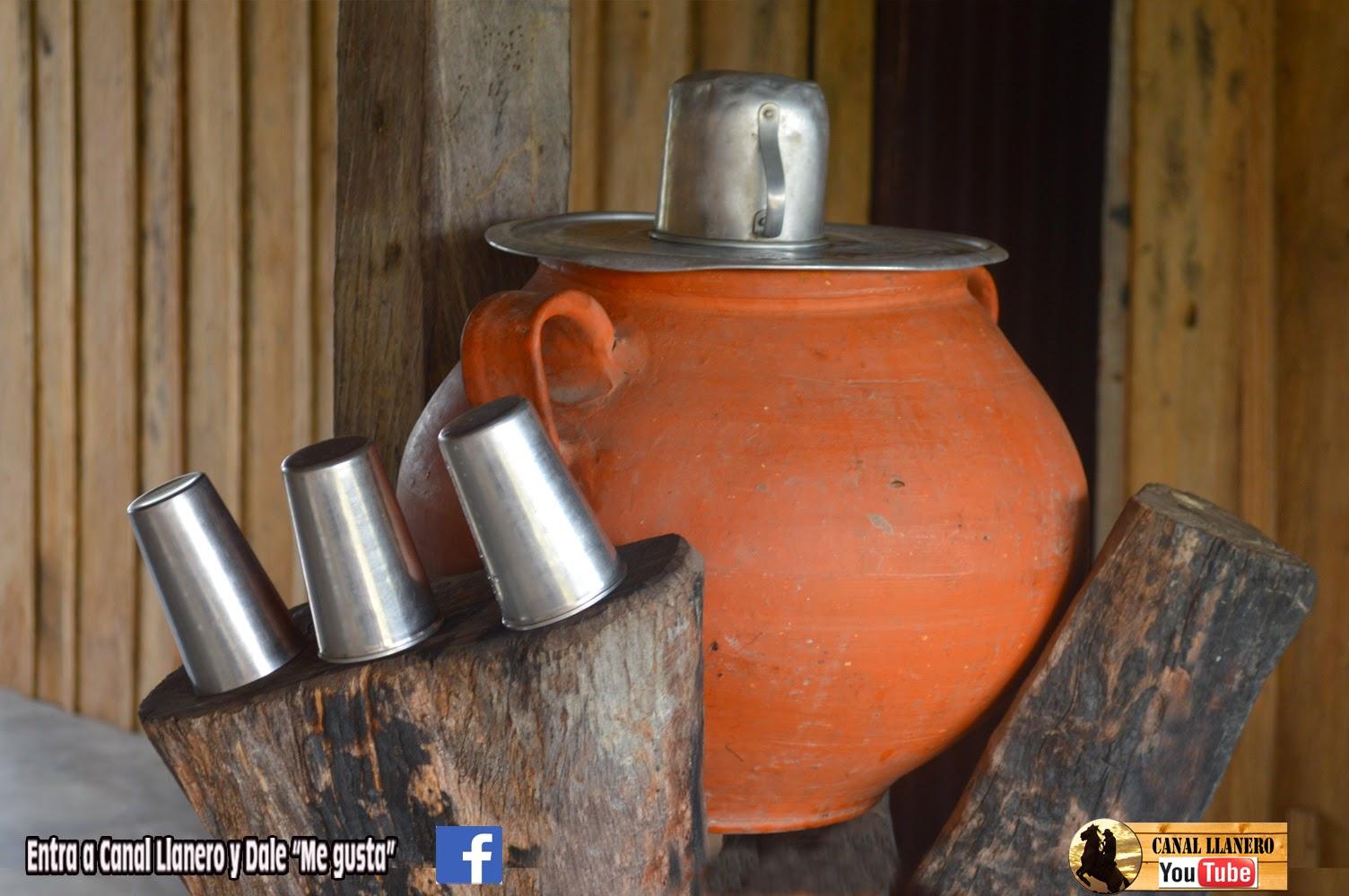 Canal llanero tinaja y tinajero for Tinajas de barro para jardin