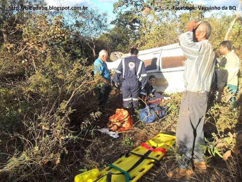 SAM 1487+cópia Motorista perde o controle em ultrapassagem e carro capota várias vezes em Minas Novas MG