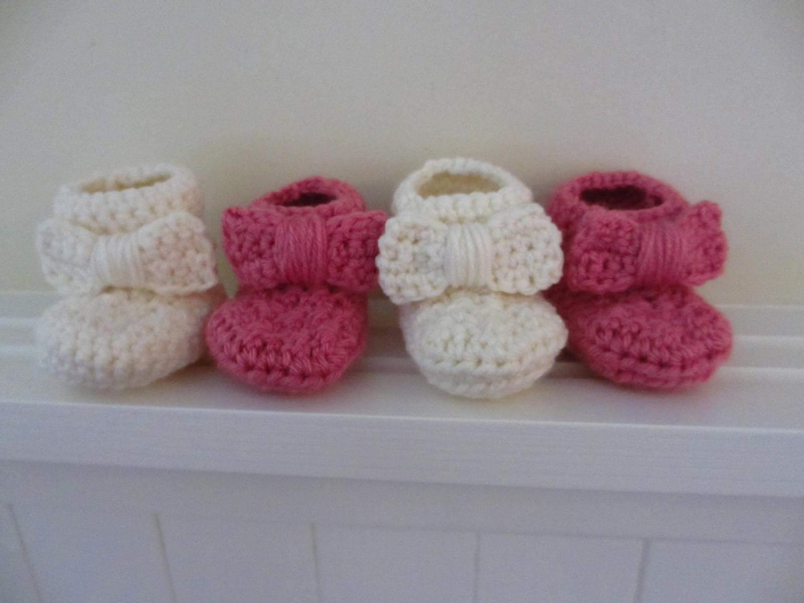 Crochet Baby Booties Pattern For Free : Jays Boutique Blog: FREE PATTERN: Bow Baby Booties