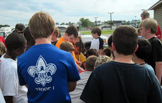 Taylor demonstrates Pacmate to Boy Scouts