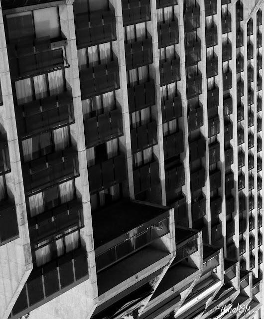 Ça titille les papilles !, Hotel Ibis, Montpellier Centre, Escalier, Architecture, Noir et Blanc