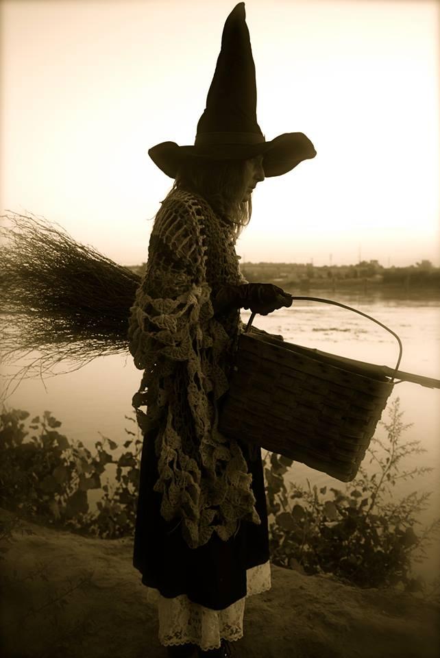 influential Avi Lœb, mestro deVicente y Nieves bloguero se hacen un mua mua River+witch