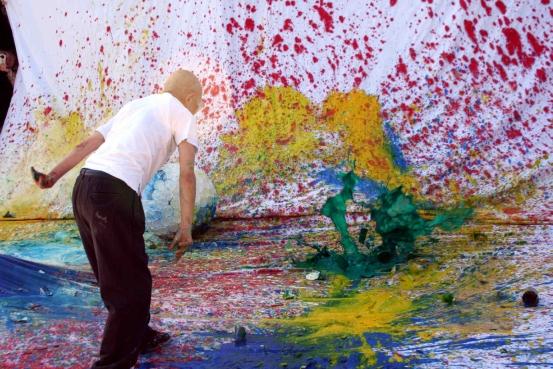Shozo Shimamoto: prima mostra antologica a Milano