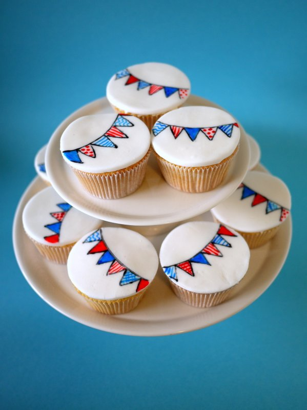 "The Mucky MacBook: Royal Jubilee ""Street Party"" Cupcakes ("