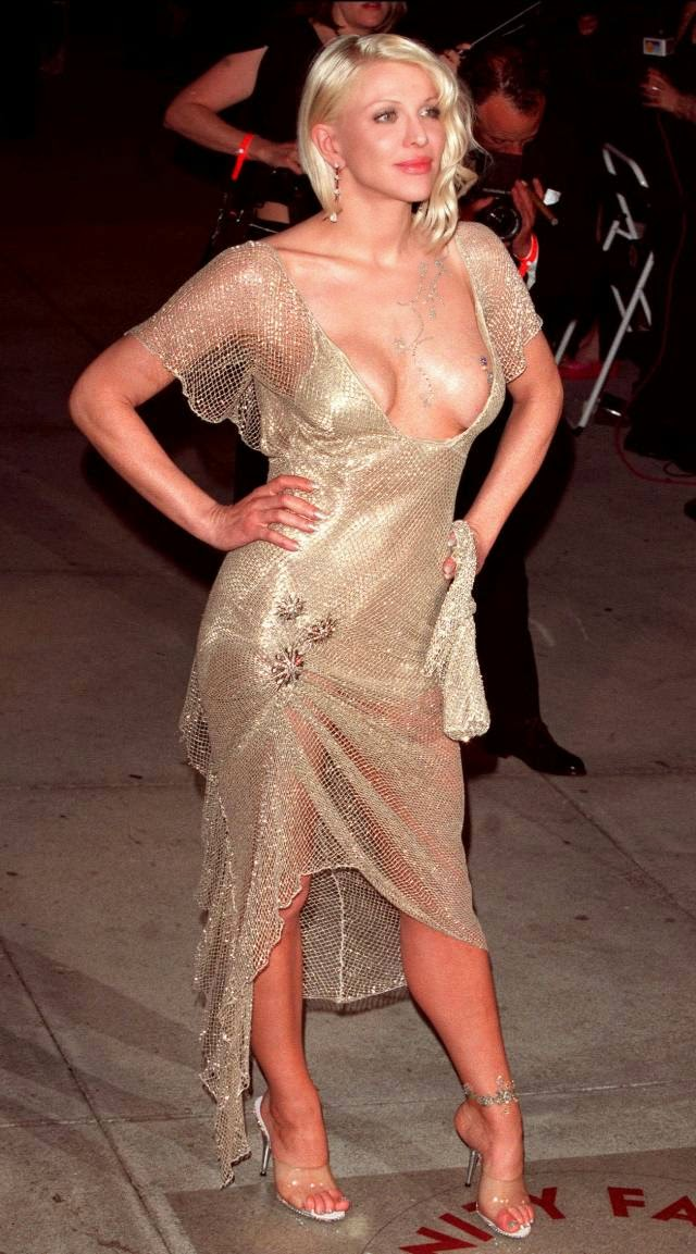 Courtney Love big boobs on the Vanity Fair party in 2001