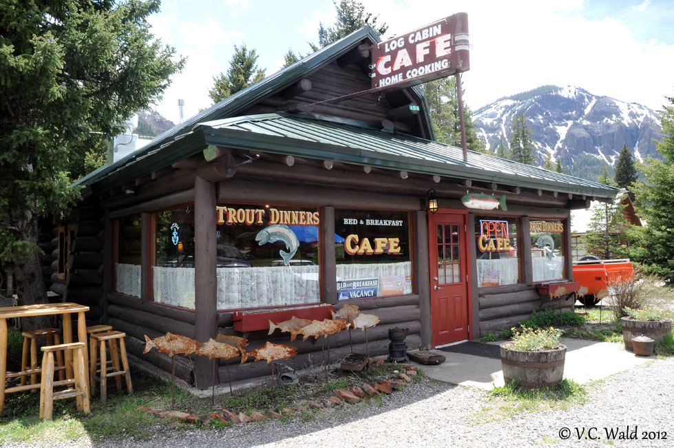 Amusing musings the log cabin caf silver gate montana for Log cabin cafe