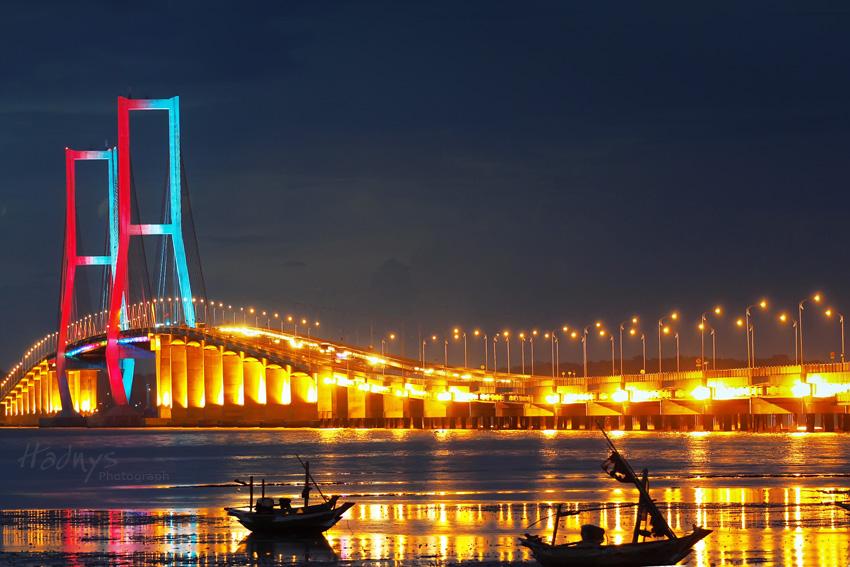 Jembatan tenggarong / jembatan mahakam ii di kalimantan timur ini