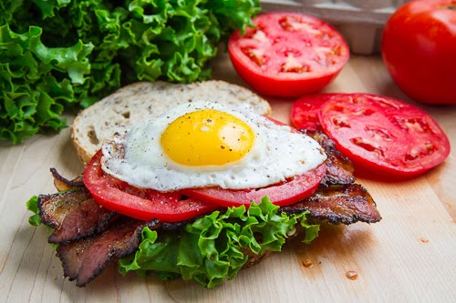 BELT (Bacon Egg Lettuce Tomato) Sandwich on Closet Cooking