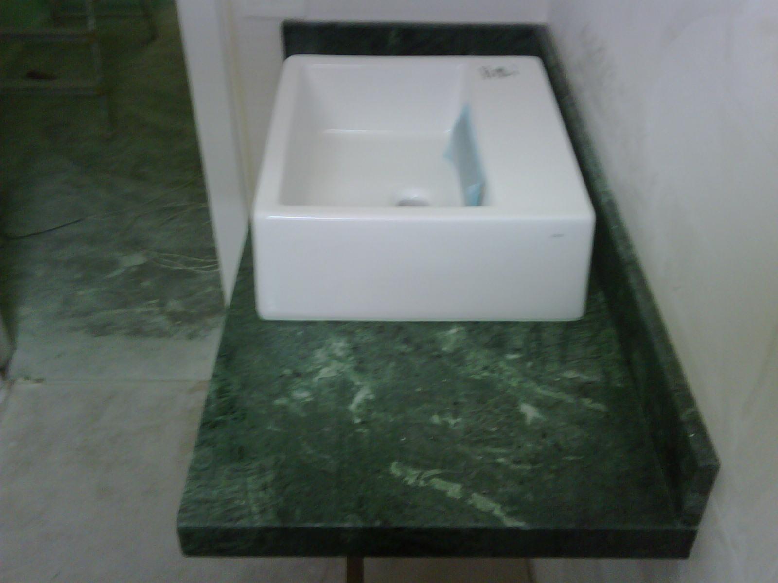 : Bancada de banheiro em mármore verde alpi com cuba de apoio deca #475B4C 1600x1200 Bancada De Banheiro Em Marmore