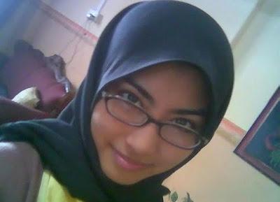 Foto Hot Cewek Jilbab Cantik Suka Bugil Pamer Memek Toket
