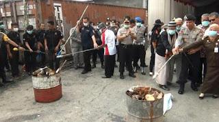 Pemusnahan turut di saksikan perwakilan dari Badan Narkotika Nasional (BNN), kejaksaan, ulama dan juga penggerak anti narkoba di wilayah Banten