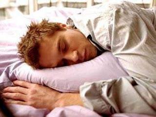 خطر النوم اقل من 6 ساعات - رجل نائم - sleeping man