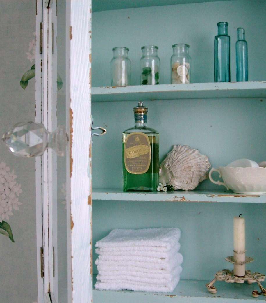 The delightful debbie of love of the sea beautified her for Beach cottage bathroom ideas