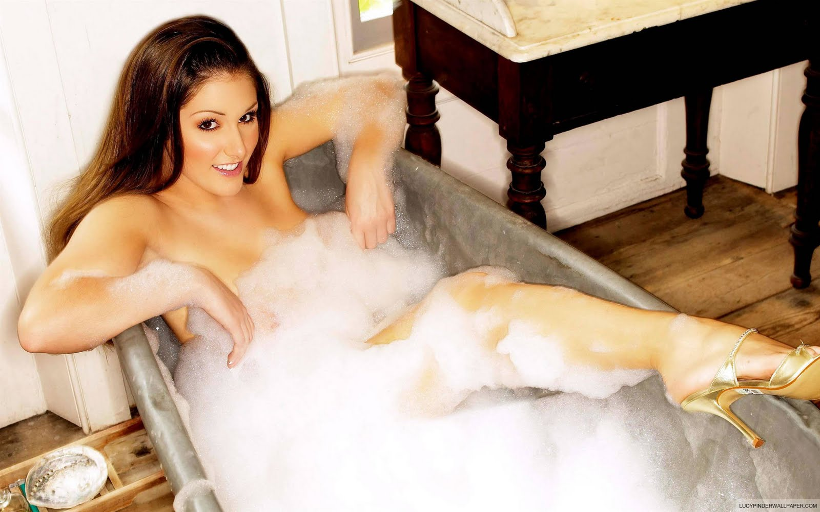 http://4.bp.blogspot.com/-oFCMzonv15I/TaR_P6b6EhI/AAAAAAAAJFE/Q2CypYFEXBw/s1600/lucy-pinder-wallpaper-1-lucy-pinder-glamour-model-Modelling-career-lucy-1600x1200-pinder-paos-wallpapers-nude-supery-big-ass-nice-boobs-lucy-pinder-biography-lucy-topless-2.jpg