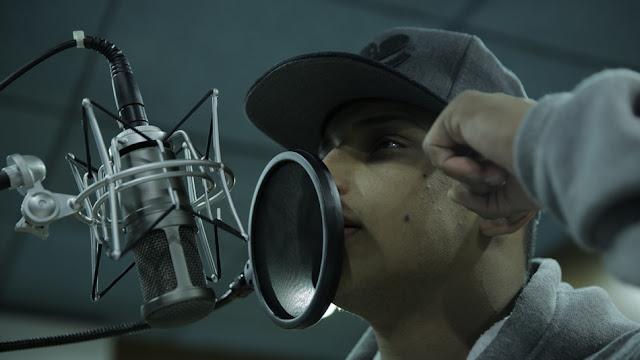 Música alcançou mais de 14 milhões de visualizações no Facebook, com vídeo gravado com o celular (Petter Rocha/Divulgação)