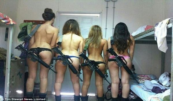 Foto: Tentara wanita Israel doyan bugil