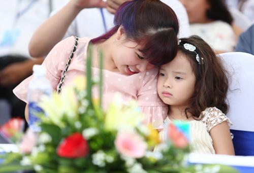 Bảo Hân là cô con gái cực kỳ dễ thương và sống khá tình cảm.