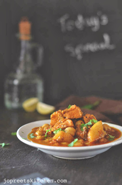 Murgh Chole Masala (Chicken & Chickpeas Curry)