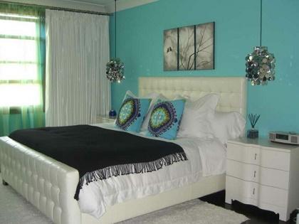 Dormitorios en color turquesa y negro dormitorios for Dormitorio azul turquesa