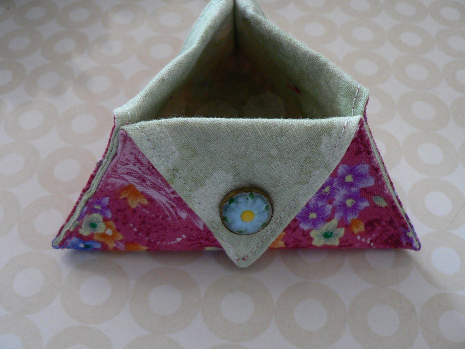 Needling Things Triangular Thread Catcher Tutorial