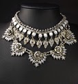 http://www.stylemoi.nu/tiered-stone-filigree-pearl-flower-necklace.html