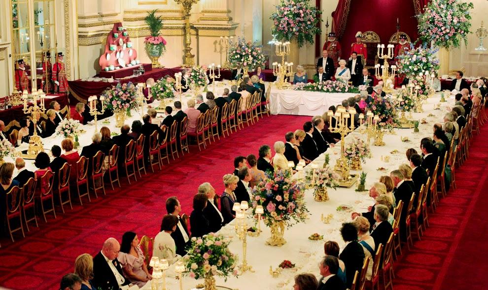 Картинки по запросу букингемский дворец внутри