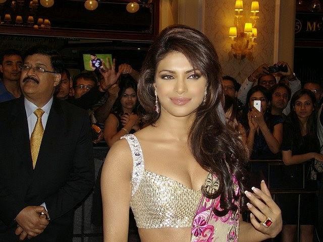 Priyanka Chopra Hot Huge Big cleavage in tight blouse hot saree pics